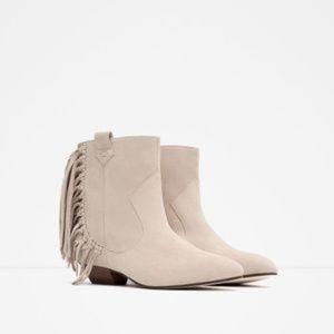 NWT Zara Size 6 Ankle Suede Cream Fringe